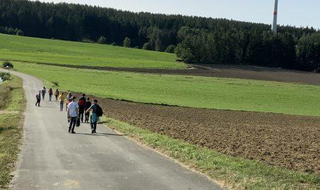 Erneuerbare Energie live erleben –  Neunburger Mittelschüler besuchen das Windrad in Penting